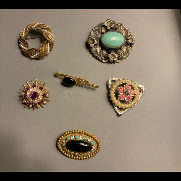 Vintage costume jewelry  6 pieces pre-owned  As is